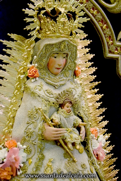 Virgen del Rocío con las nuevas flores (4)