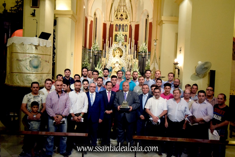 Entrega del llamador del paso de la Virgen del Águila 2016 (10)