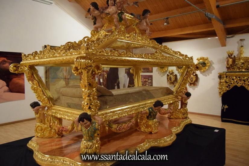 exposicion-viernes-santo-de-la-hermandad-del-santo-entierro-2016-44