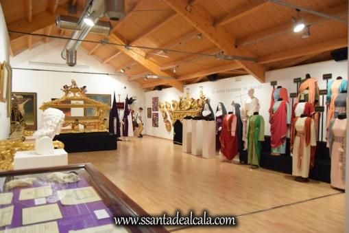 exposicion-viernes-santo-de-la-hermandad-del-santo-entierro-2016-54
