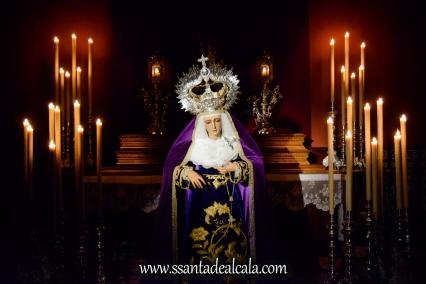 Besamanos a la Virgen de la Amargura (2)